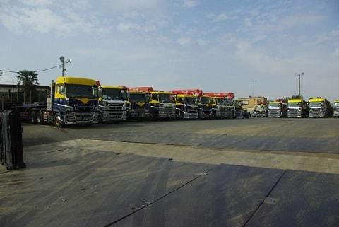 8トントラック2