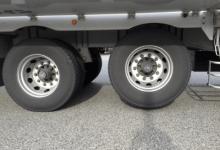 トラックタイヤ